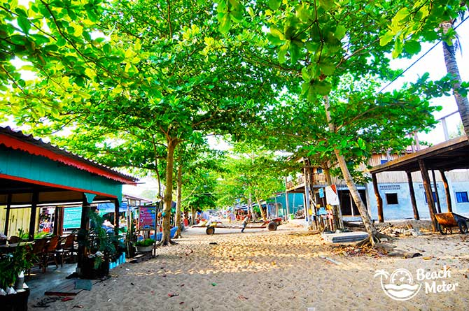 Charming beach street of Accommodation M'Pay Bay, Koh Rong Samloem. © Beachmeter.com